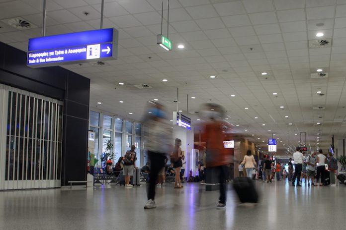 Αφίξεις στο αεροδρόμιο μετά το άνοιγμα στους τουρίστες