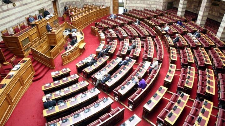 Στη Βουλή οι δικογραφίες για τις τηλεοπτικές άδειες και τη Folli Follie