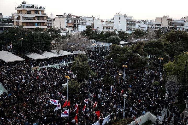 Πλήθος κόσμου σε πορεία στη Νέα Σμύρνη (φωτό)